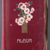 Los-Nr. 5 Gewachsenes Postkartenalbum mit über 300 Karten Gewachsenes Album um den ersten Weltkrieg, dabei Gruss aus Gaststätten, Volksfest, eine Echthaar-Karte, ...  Ausruf: 1.000,00 €