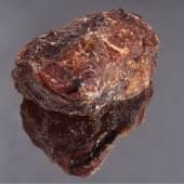 Sehr großer Rohbernstein, sehr selten in dieser Größe  Cognacfarben ca. 608 g, ca. 7,3 x 13,8 x 12 cm, Ausruf: 1.800,00 €