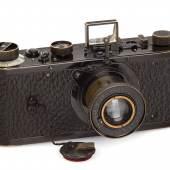 001 Leica 0-Serie Nur etwa 25 0-Serien Kameras wurden von Leitz 1923, Seriennummer: 122 Schätzpreis: EUR 700.000–900.000