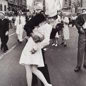 "Alfred Eisenstaedt (1898-1995) ""V-J Day Kiss in Times Square"", New York 1945 © WestLicht Photographica Auction"