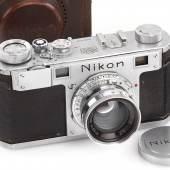 007 Nikon One Wunderbares Exemplar des ersten Nikon Modells in absolutem Originalzustand. Seriennummer: 609403 Schätzpreis: EUR 16.000–18.000
