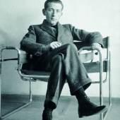 Marcel Breuer im Wassily-Sessel (B3), ca. 1926, Photo: Courtesy Constance L. Breuer Kategorie: Marcel Breuer