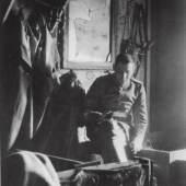 Franz Marc im Unterstand, 1915/16 Foto: Franz Marc Museum, Kochel a. See, Stiftung Etta und Otto Stangl