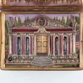 Schmuckdose mit Figurenautomat und Zylinder-Musikwerk Die Tür des Tempels öffnet sich, ein Lyraspieler erscheint, die Säulen und der Architrav wechseln alle paar Sekunden die Farbe, das Sonnenrad im Giebel dreht sich Musikwerk mit 60 Tönen und 2 Melodien Gehäuse aus Gold mit Perlen und mit Emailmalerei auf Deckel und im Automatenbild Hersteller unbekannt, vermutlich Genf, um 1815 LM 71901