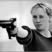 Peter Piller, Aus Schießende Mädchen, 2000-2005,Courtesy Capitain Petzel, Berlin © Peter Piller/Bildrecht, Wien 2016