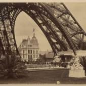 Eiffelturm und Gaspavillon, 1889 Fotografie, Neurdein Frères, Paris 21,9 x 27,3 cm Germanisches Nationalmuseum, Nürnberg Kat. Nr. 23
