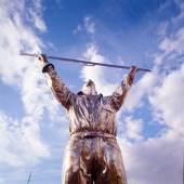 De Man die de Wolken meet / Der Wolkenvermesser (828 KB) Jan Fabre 1998 Bronze © Angelos
