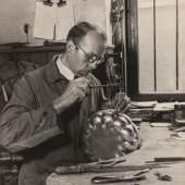 Theodor Hilsdorf, Silberschmied in der Werkstätte von W.T. Wetzlar, um 1935 © Münchner Stadtmuseum05 hilsdorf silberschmied