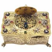 5. Singvogelautomat um 1850-70, Wiener Silber, vergoldet, Deckel besetzt mit Altschliffdiamenten, 1.40 Karat, Rubinen und Smaragden  Foto: City-Antik