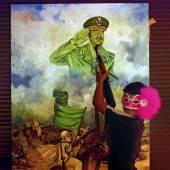 Siegerserie «Ausland» Photo: Olivier Vogelsang, Tribune de Genève  «Tripoli libérée» Anfang 2011 gilt Gaddafi als der amtsälteste Diktator der arabischen Welt. Der libysche Revolutionsführer hat sich 1969 an die Macht geputscht. Das Volk verlangt Freiheit und Demokratie. Angesichts der blutigen Repressionen Mitte Februar verwandelt sich der friedliche Protest in eine bewaffnete Revolte, die von der internationalen Koalition unterstützt wird. Ende August fallen Tripolis und auch Gaddafi. Anschliessend werden die luxuriösen Villen des Diktatorenclans geplündert.