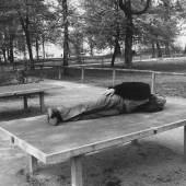 Július Koller Určovanie Formo-Obsahu (U.F.O.) / Establishing the Form-Content (U.F.O.), 1976 SW-Fotografie auf Papier / b & w photograph on paper, 29,7 x 21 cm © Květoslava Fulierová und/and Július Koller Society