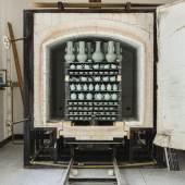 Blick in den gerade geöffneten Gasofen in der Werkstatt von Großmeister Mao Zhengcong. Foto: Franca Wohlt, 2018