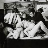Otto Muehl, Apollo 11 Otmar Bauer, Uve Schmidt, Kurt Kren, Zuschauer, Heinrich Stoffl-Benedikt und Modell, Reinhard Priessnitz, Zuschauer Wien, 1969 © Fotosammlung OstLicht