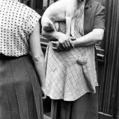Paris, 1952 © Elliott Erwitt / Magnum Photos, courtesy OstLicht. Galerie für Fotografie