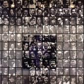 Christian Boltanski, Les Suisses Morts, 1989, 392 Schwarz- Weiß-Fotografien, Lampen und elektrischer Draht © Christian Boltanski . Courtesy der Künstler und Kewenig Galerie, Berlin
