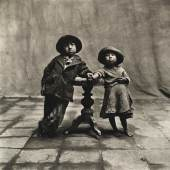 Cuzco Children, 1948 © Condé Nast 10 Tribesman with Nose Disc, New Guinea, 1970 © The Irving Penn Foundation
