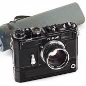 Los 317 Nikon S3-M black with S-72 Motor Drive black, 1960, Schätzpreis: 80.000–100.000 Euro, Ergebnis: 85.000 Euro