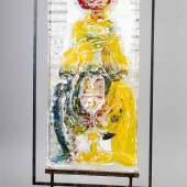 Gerd Sonntag (*1954), dt. Bildhauer, Maler und Dichter aus Weimar, große Glasskulptur, abstrahiert-figürliches Pate-de-Verre Relief aus verschiedenfarbigem Glas, eingehängt in einen Eisenrahmen mit Sockel, rückseitig sign. Gerd und dat. 1998, 53 x 110 cm Startpreis 800 EUR