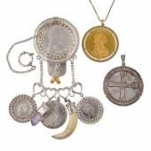 Münz- und Trachtenschmuck - Charivari ... Amethyst und Grandeln, Silber und versilbert, dazu 1 gefasste Medaille Reichskreuz und Reichskrone d...  Startpreis 1.300 EUR