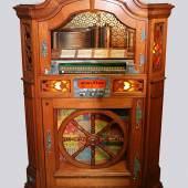 """Musikbox Wurlitzer Model 780 """"Wagon Wheel"""", 1940/41, komplett befüllt mit 24 Schellacks, dekoratives Kultgerät, Rufpreis € 1.200"""