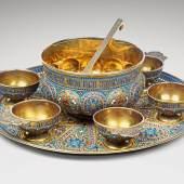 Großes Moskauer Coisonné-Punschset, 1882, Meisterzeichen Klebnikov, Silber, vergoldet, emailliert, € 40.000 – 60.000