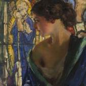 """Lot: 159 Ferdinand Max Bredt 1860 In Gedanken. 1920. Öl auf Holz. Links unten signiert und datiert. 48 x 37,6 cm (18,8 x 14,8 in). Verso signiert, datiert und betitelt. [CB].  Das Spätwerk von Bredt zeichnet sich durch leuchtende Farben und einen skizzenhaften Duktus aus. So dominiert auch bei dem Gemälde """"In Gedanken"""" ein charakteristisches intensives Blau, neben Gelb, Rot und Grün. Während Bredt das Gesicht des Mädchens fein und lasierend ausarbeitet, malt er ihr Kleid und den wie ein Bleiglasfenster wirkenden Hintergrund mit lebhaft kräftigen Pinselstrichen. [CB]. Schätzpreis: 5.000 EUR / 6.400 $"""