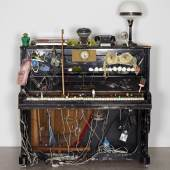 Nam June Paik Klavier Intégral, 1958–1963 Fluxus-Klavier präpariert mit verschiedenen Materialien / Fluxus-Piano prepared with different materials 136 x 140 x 65 cm mumok Museum moderner Kunst Stiftung Ludwig Wien, ehemals Sammlung Hahn / Former Hahn Collection, Köln / Cologne, erworben / acquired 1978 Photo: mumok © Estate of Nam June Paik 2017