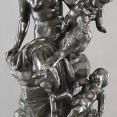 "Katalog-Nr. 442 - Michel Clodion (Claude Michel) (1738 - 1814) - ""Fauna mit Kinderpaar auf stilisiertem Felssockel"" Bronzen » Figuren"