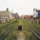 Joel Sternfeld  A Railroad Artifact, 30th Street, May 2000 © Courtesy of the artist, Luhring Augustine, New York and The Friends of the High Line, New York.