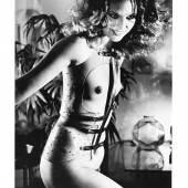 138-048046/0001 Foto anbei  Helmut Newton * (Berlin 1920–2004) Special Collection, 24 Photolithographien von 1974–1978/1980, jede im Rand mit Bleistift signiert, auf der Rückseite typografisch betitelt, Datum der Aufnahme, je 35,5 x 22,8 (40 x 27,5) cm, Druck: Sidney Rapaport, in Orig.-Mappe, (EK)  Schätzwert € 3.800 – 4.500