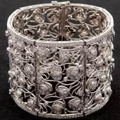 Blüten-Armband 750/-WG, 21.Jh. (Kat.-Nr. 1404) Schätzpreis 12.000,- EUR