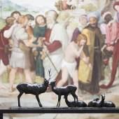 """Ausstellungsansicht """"Rembrandt Bugatti"""" in der Alten Nationalgalerie Chinesischer Hirsch und Rehe (Cerf chinois et ses quatre biches), um 1906. Bronze, 42 x 130 x 29 cm). Foto: David von Becker"""