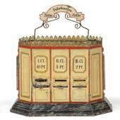 Nr. 302 Märklin früher Fahrkartenautomat, 1904 - 1909 (2653/2090) Blech handlackiert mit 3 Einschüben für die Fahrkartenausgabe, viele Fahrkarten aus Karton Rufpreis € 700