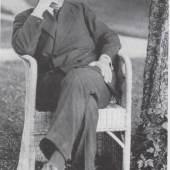 Otto Prutscher in einem Stuhl von Josef Zotti, 1913 Fotografie © Karl Ehn