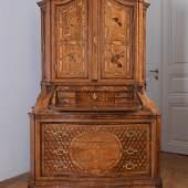 Bedeutender deutscher Barock-Schreibaufsatzschrank, Mainz, 18. Jahrhundert, Typus a deux corps, Schätzwert € 30.000 - 40.000