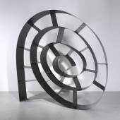 """Prototyp Bücherregal """"This Mortal Coil"""", Entwurf Ron Arad 1993, Konstruktion aus patiniertem Stahl, Schätzwert € 100.000 - 150.000, Auktion 7. November 2018"""