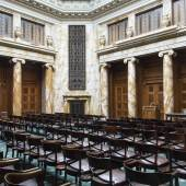 Zahlreiche Stühle werden versteigert, im neoklassizistischem Stil, das Paar Rufpreis € 100, ein Satz von vier, Rufpreis € 200