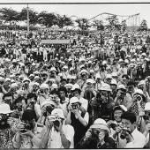 """Mitglieder des """"Nikon Camera Club"""" verewigte David Douglas Duncan mit seiner Leica 1980 in Tokyo (Ausrufpreis: 3.000 Euro). Mit 19.200 Euro"""