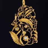 Josef Hoffmann, Anhänger, Wiener Werkstätte, vor 1917. Gelbgold, drei Altschliffdiamanten, 4,8 x 3,3 cm, Schätzwert € 20.000 - 40.000