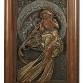 Alphonse Mucha (Eibenschütz 1860 – 1939 Prag) Relief Musik (Les arts series), Entwurf 1898, Bronze, Metall, Größe innerhalb des Rahmens 53,8 x 32,5 cm, Schätzwert € 15.000 – 30.000