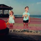 Los 193 MARTIN PARR (* 1952) 'The Last Resort (New Brighton, Merseyside)', 1983-1986 Chromogenic print, signiert € 2.800 / € 4.000 – 5.000