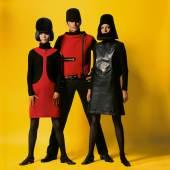 Kleider von Pierre Cardin aus der Cosmocorps-Kollektion, französische Elle,  25. August 1966 Terence Donovan Archive, ©Terence Donovan Archive, Foto: Terence Donovan