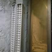 Andreas Fogarasi, Fensterscheiben aus dem Palast der Republik (Kollektiv der Bauakademie der DDR 1973-76) in einem Berliner Keller, 2019, © Andreas Fogarasi & BILDRECHT GmbH, 2019, Courtesy der Künstler