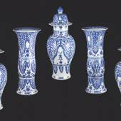 Galerie Lamy Chinese blue and white porcelain  five figures garniture, Kangxi (1622 - 1722), Height: 57 cm