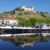 Die Ausstellungen des ersten Habjahres auf dem Kunstschiff ARTE NOAH des Kunstvereins Würzburg werden auf 2021 verschoben. Leider entfällt auch die Große Fahrt zur ARTbreit im Juni. Foto: Jörg Nellen