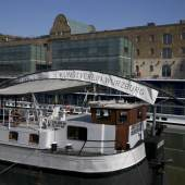 Der Kunstverein Würzburg mit seiner schwimmenden Galerie ARTE NOAH ist zusammen mit 300 Kunstvereinen in Deutschland zum immateriellen Kulturerbe der UNESCO ernannt worden. Foto: Eira Starke 06. April 2021, Katja Tschirwitz