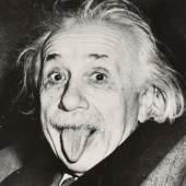 ARTHUR SASSE (1908–1975) Albert Einstein, The Princeton Club in New York, March 14, 1951 © WestLicht Photo Auction Vintage silver print, 15,8 x 14,5 cm Affixed newspaper clip on the reverse Provenance: Private collection, USA. Letter of authenticity from Alexander Bitar History Startpreis: 8.000 € / Schätzpreis: 15.000–18.000 €
