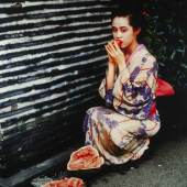NOBUYOSHI ARAKI (* 1940) Untitled, from the series 'Colourscapes', 1991 © WestLicht Photo Auction Chromogenic print, printed in the early 1990s, mounted on dibond, large format print, 120 x 90 cm Signed by the photographer in black felt tip pen on the reverse Startpreis: 14.000 € / Schätzpreis: 24.000-28.000 €