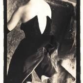 SARAH MOON (* 1940) Étude (Sasha Robertson for Marie Claire Spain), 1989 Vintage silver print, 23,5 x 15,5 cm Comes with a copy of the original letter by Sarah Moon clarifying the provenance Startpreis: 1.800 € / Schätzpreis: 3.000–3.500 €