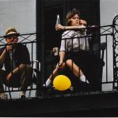 ERNST HAAS (1921–1986) Yellow Balloon, New Orleans 1960 © WestLicht Photo Auction Chromogenic print, printed later by Mark Doyle, 30,7 x 45,7 cm Signed and annotated by the photographer's son in ink on the reverse, comes with certificate of the estate, edition no. 3/25 Startpreis: 1.400 € / Schätzpreis: 2.000–2.400 €